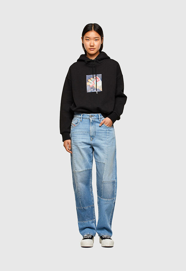 https://fi.diesel.com/dw/image/v2/BBLG_PRD/on/demandware.static/-/Library-Sites-DieselMFSharedLibrary/default/dwee5df74f/CATEGORYOV/2X2_D-REGGY_DENIM-SPRING-LAUNCH_A01652_009ND_01_C.jpg?sw=622&sh=907