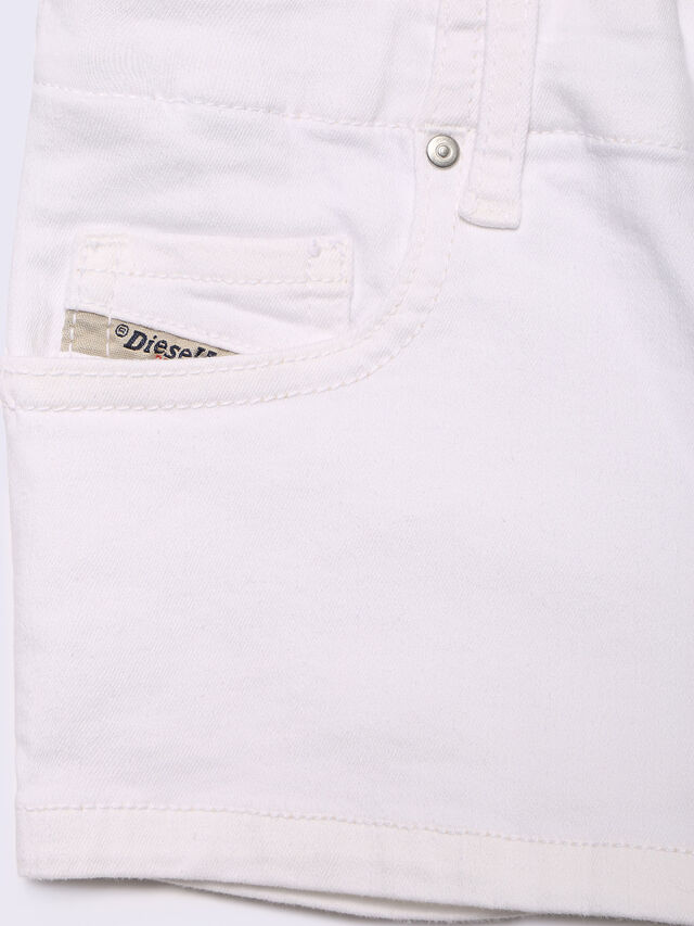 PRIRAZ-N, White