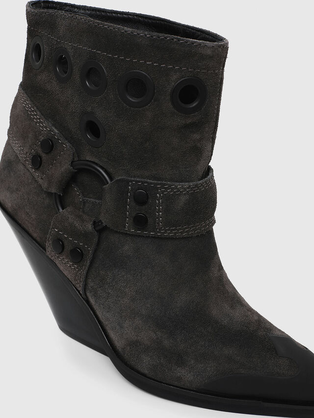 Diesel - D-WEST MBE, Black - Ankle Boots - Image 4