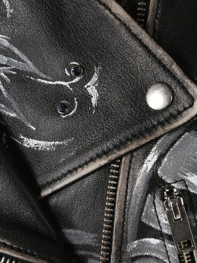 L-CIRC, Black Leather